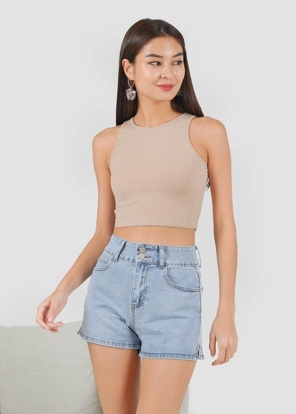 Kurl Highwaisted Double Button shorts in Light Wash
